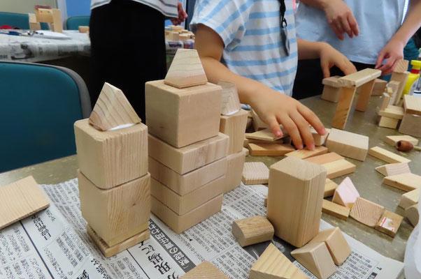 木の家 大建築です しかし 木工ボンド付けすぎの様です