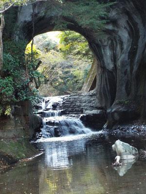 亀岩の洞窟(