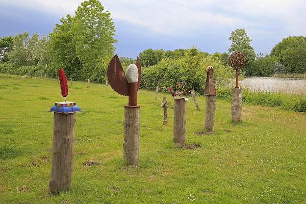 Skulpturen an der Bargener Fähre 3877