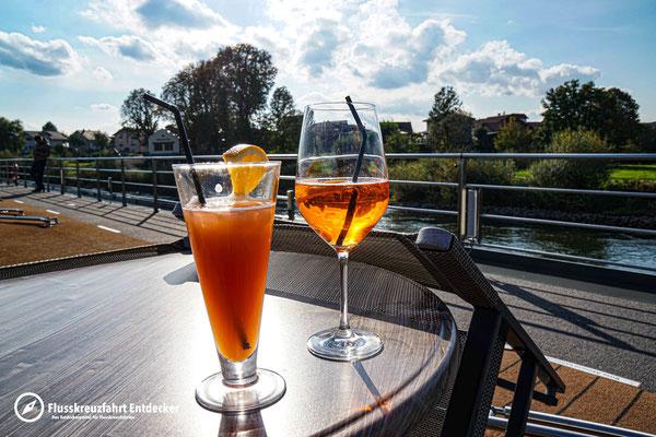 Ein Cocktail an Deck