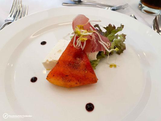 Kombination aus Fetakäse, Melone & Schinken