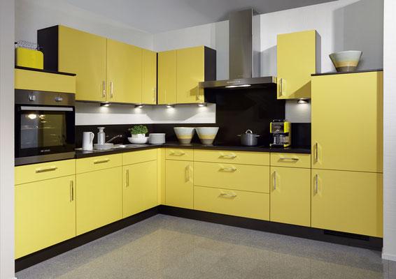 Diese gelbe Einbauküche bringt Sonne in Ihre Wohnung