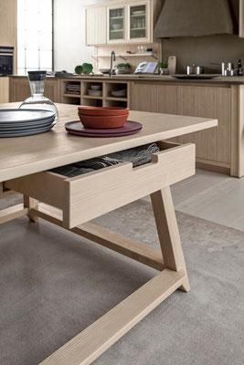 Tisch mit Schublade - wie praktisch