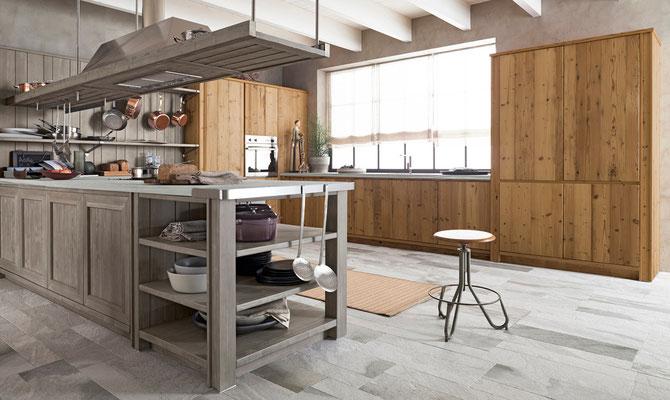Klassische Vollholzküche in braun