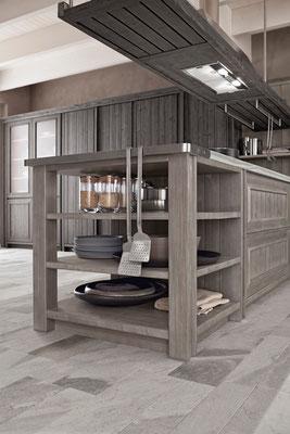 Regalelemente, Ordnungssysteme und verschiedene Küchenschränke werden nach Ihren Wünschen zusammengestellt.