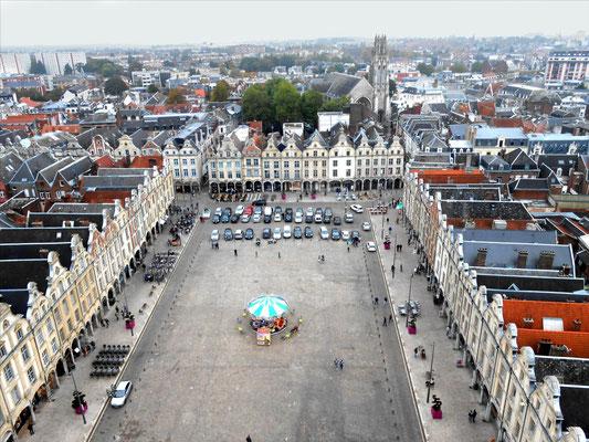 Place des Héros vue du beffroi / Photo LA