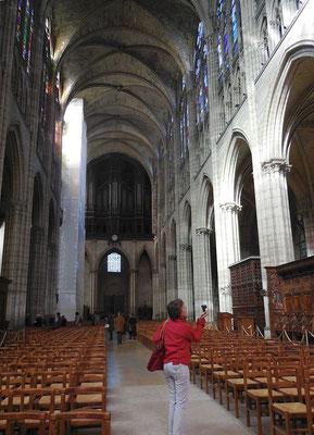Saint-Denis, basilique, nef vue du choeur
