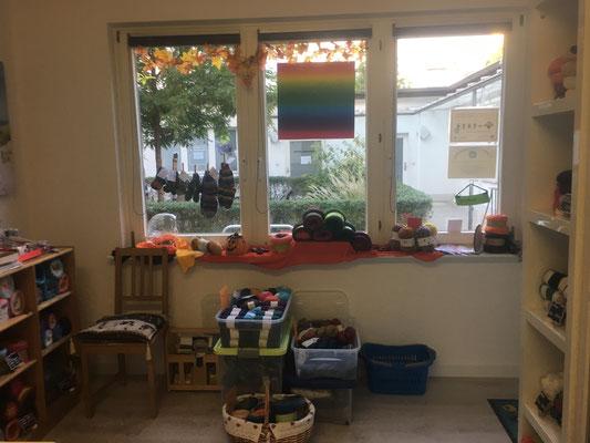 Fenster fertig dekoriert und zur Eröffnung viele Sonderangebote