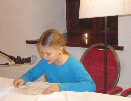 Maria Gruber aus der Volksschule in Drosendorf hat einen Weihnachtsbrief vorgelesen. (Foto: privat)