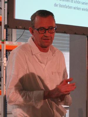 Daniel Weber informiert über den Brunnenunterhalt