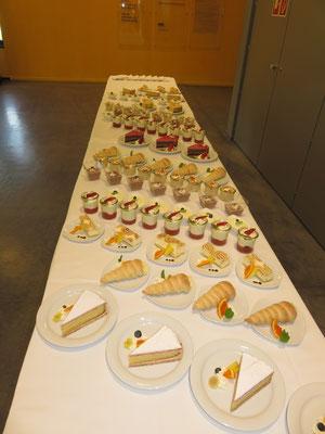 freines Dessertbuffet - auch kulinarisch kommen die Teilnehmenden nicht zu kurz