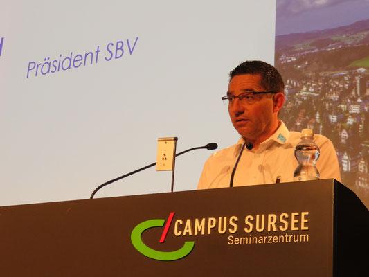 Präsident Konrad Schmid eröffnet die Weiterbildungskurse
