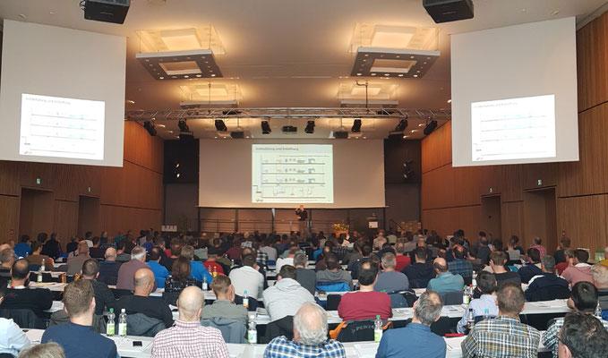Der grosse Saal im Campus Sursee, wo die Referate gehalten werden
