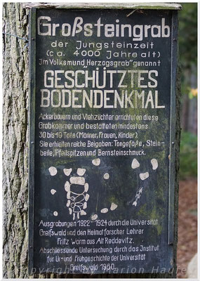 "Informationstafel am ""Herzogsgrab""."