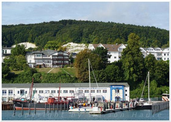 Blick von der Hafenmole auf Sassnitz.