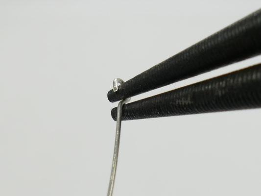 Redresser la boucle en pivotant à la base de celle-ci