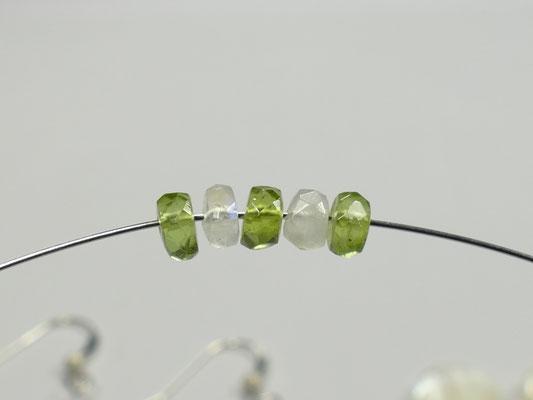 Motif de perle sur le fil de métal