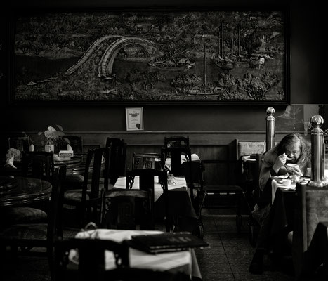 """""""So viele Jahre schaffte ich es immer allein ins """"Chinatown"""". Nie fehlte ich in meinem Alleinsein."""""""