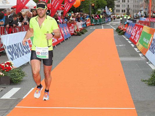 Tom Poier beim erfreulichen Zieleinlauf