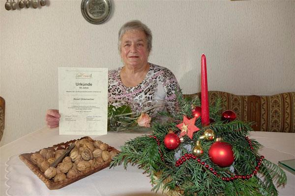 Rosel Ohlemacher mit Urkunde für 50 Jahre LandFrau (Bezirksverein)
