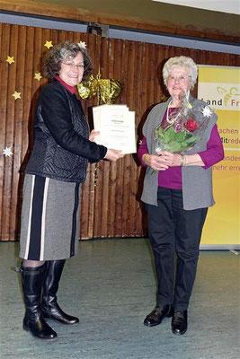 Gabi Lindenborn gratuliert Hanni Kortschick zu 60 Jahren LandFrau