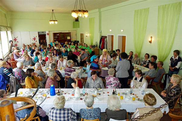 83 LandFrauen aus dem Bezirk kamen zum Frühstück