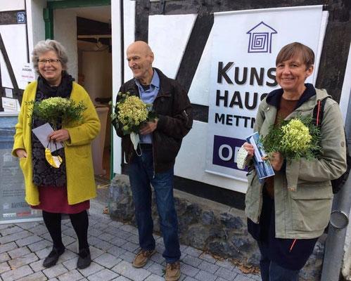 """Ilona Reinhardt (1. Preis: """"Häutung""""), Rolf Lilie (2. Preis: """"Glockenhöhlen von Maresha"""") und Kirsten Schulenkorf (3. Preis: """"Am Mekong I-VII""""); Foto: Kunsthaus Mettmann"""
