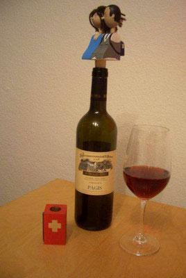 Büste mit Korken auf  Weinflasche