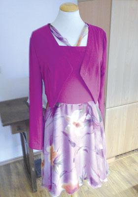 exklusives Kleid mit integrierter Kette und freiem Rücken und dazu passender Bolero-Jacke