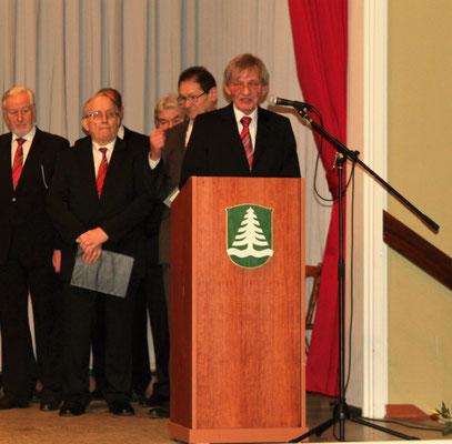 Moderator Erhard Köhler führte charmant und humorvoll durch das Konzert.