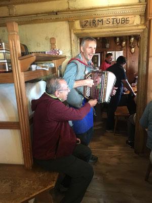 Alpenländische Heimatmelodien und Tiroler Herzlichkeit - im Sinne von  Arnold Gasser