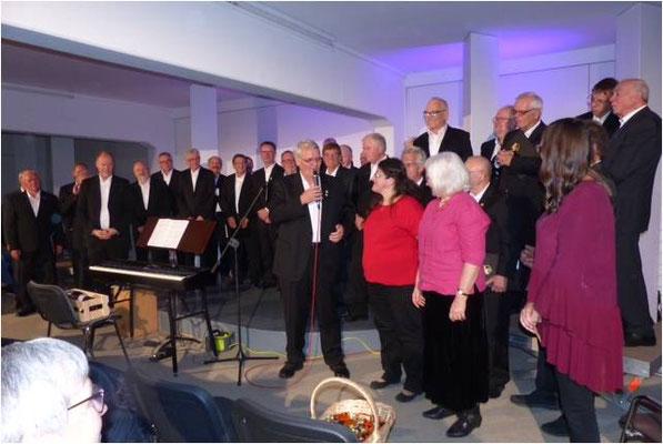 Albrecht Herzbach, von der Sängervereinigung Heidesheim bei seiner Dankesrede.