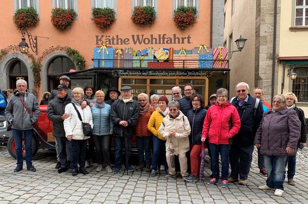 """Bermbacher """"Mädsche und Jungs"""" vor dem Kähte Kruse Donauwörth Museum"""