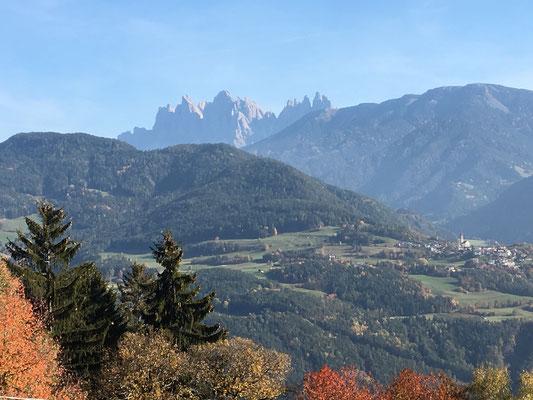 Blick in die atemberaubende Bergwelt der Villnösser Geisler Gruppe
