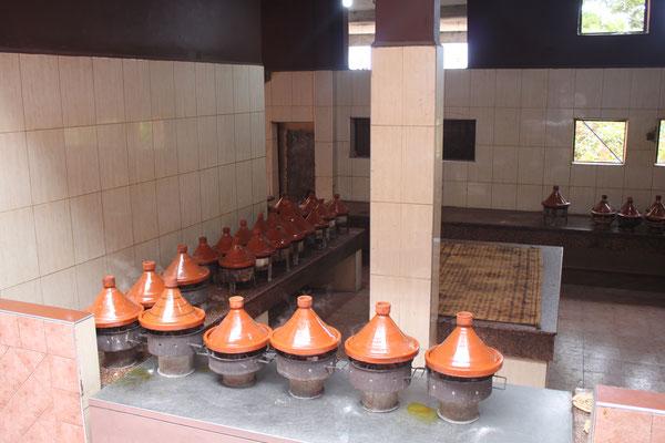 In diesen Töpfen wird das marokkanische Nationalgericht-Tangine zubereitet-meistens Lamm mit Gemüse.