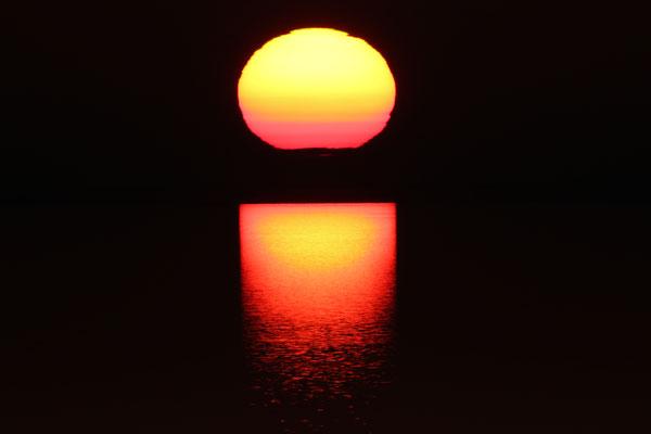 Atemberaubender Sonnenuntergang am fast ausgetrockneten Aral-See - Usbekistan