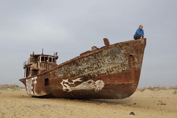 Schiffswrack nahe Muinak - südlicher Teil des Aral-Sees - Usbekistan