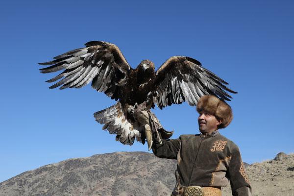 Traditionelle Adlerjagd nahe Bokonbaev am Ysyk-Köl-See Kirgistan