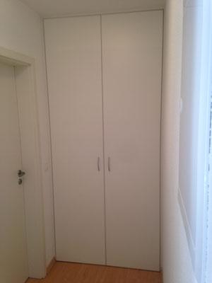 Nischenabtrennung, bestehend aus einem 10cm breitem Rahmen und 2 raumhohen Türen