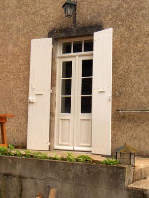 Op maat gemaakt terrasdeuren  met bovenlicht en luiken