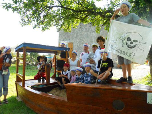 zandbakboot werd piratenschip