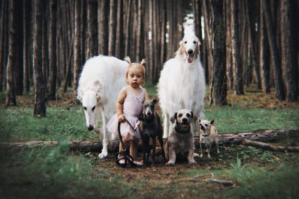 Enkelin Charlotte mit der Bande