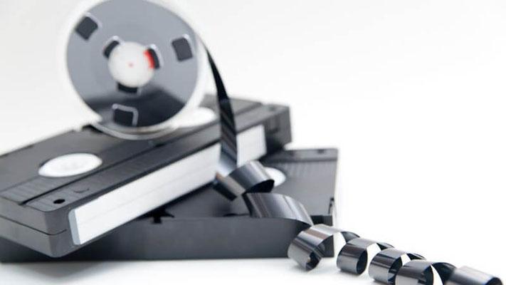 wir digitalisieren Filme von VHS, VHS-C, Video 8, Hi 8, Digital 8, Mini DV, auf CD, DVD, Blue-Ray, Speicherstick, Festplatten, Cloud, Smartphone, Computer, Pad, Videoportalen