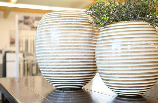 Vasen aus Echtholz erhältlich bei Firma Fliesen Böser