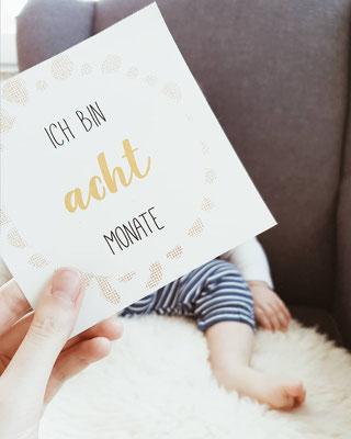 Baby Meilensteinkarte 8 Monate