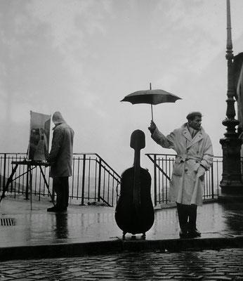 Photographie de Robert Doisneau mettant en scène Maurice Baquet et son violoncelle