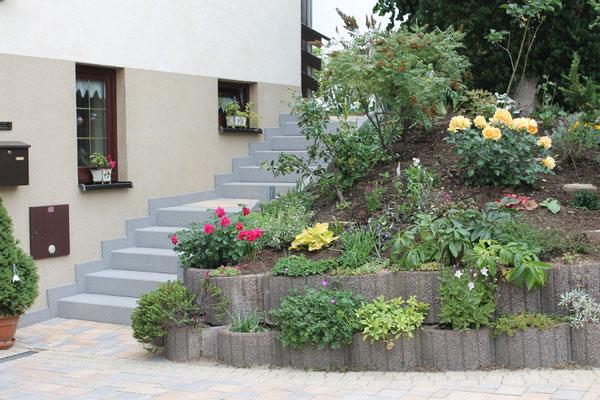Treppenanlage mit Pflanzringen