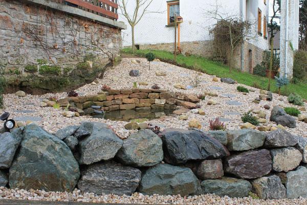 Naturmauer für Goldfischteich