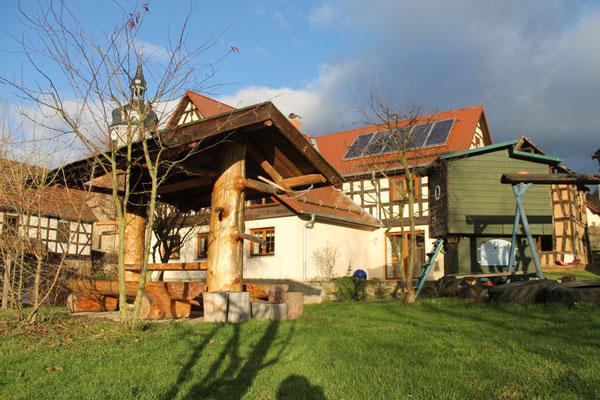Rustikale Waldschenke mit Spielhaus