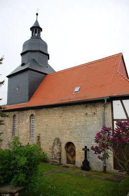 Kirche Hainichen, Nordseite mit romantischen Portal